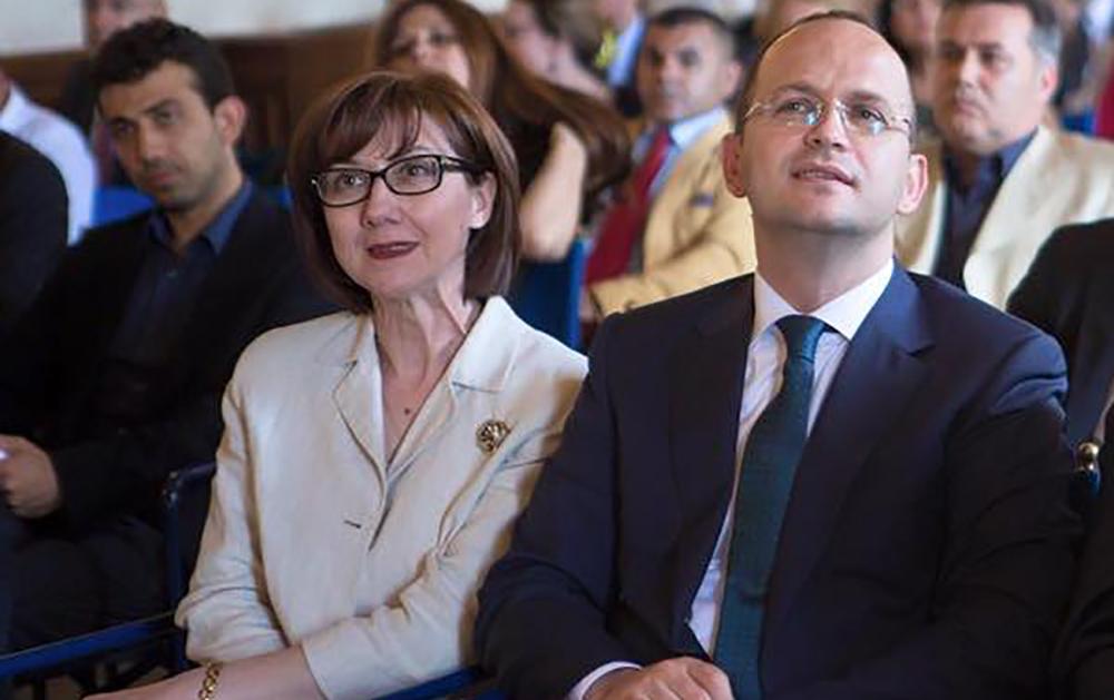 """Ambasadorja dhe ministri i Jashtëm Bushati në takimin """"Jam shqiptar"""" (Romë, 1 qershor 2016)"""