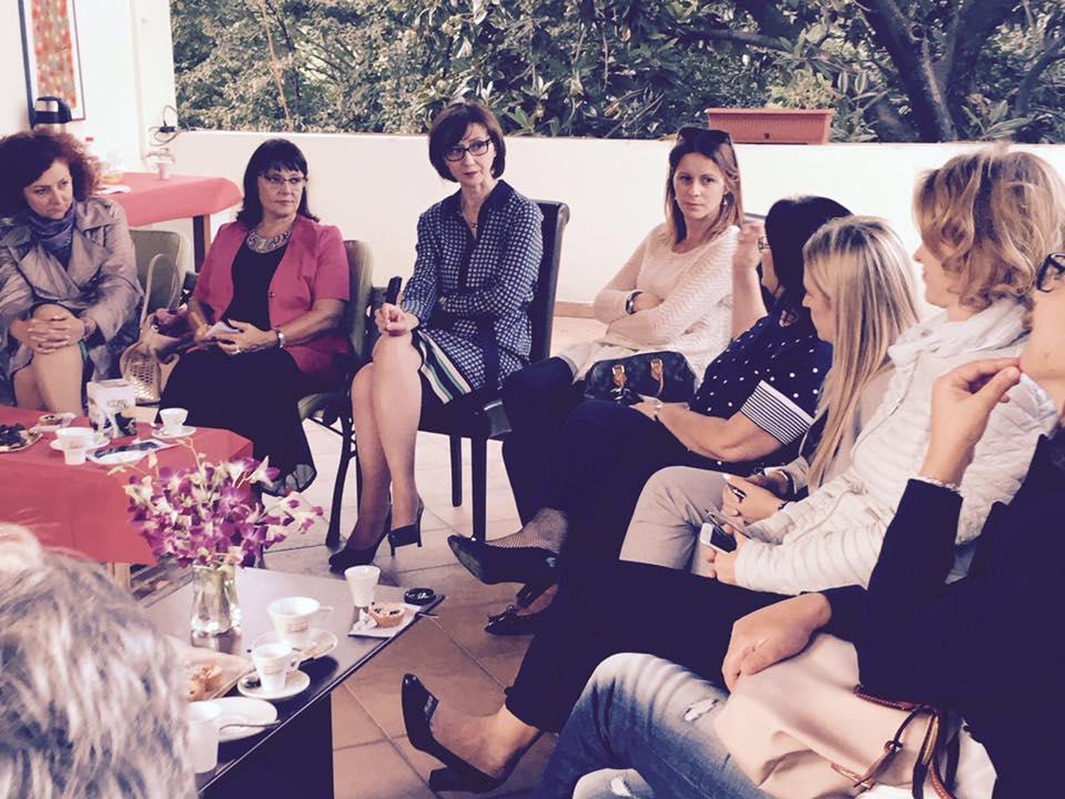 Ambasadorja mes të ftuarave të saj për një takim në ambasadë (Romë, 30 shtator 2016)