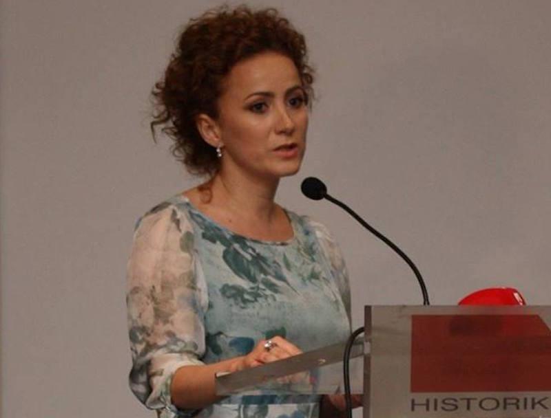 Manjola Bregasi, gazetare në televizionin Klan