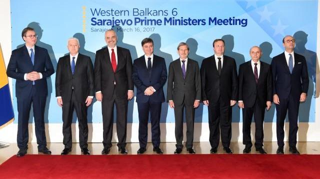 Kryeministrat e vendeve të Ballkanit Perëndimor, komisioneri i BE-së për zgjerim dhe fqinjësi të mirë, Johannes Hahn dhe ministri i jashtëm i Italisë, Angelino Alfano - Sarajevë, 16 mars 2017
