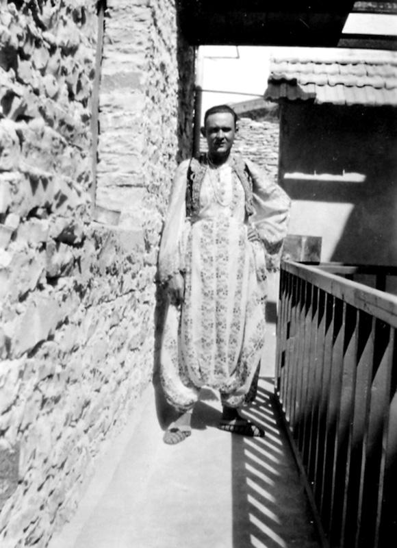Giuseppe me kostum kombëtar shqiptar, Gjirokastër 1935