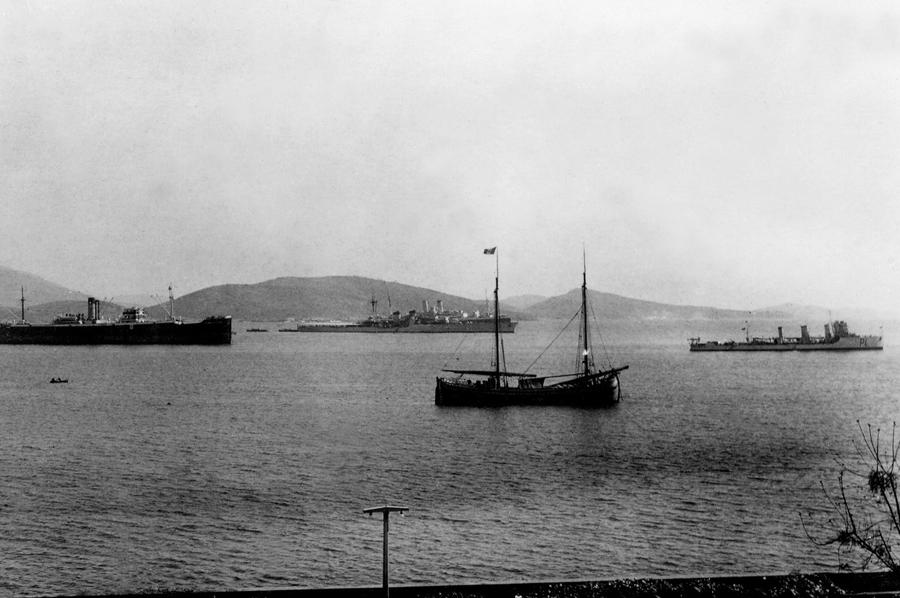 Anijet italiane në Vlorë 1943