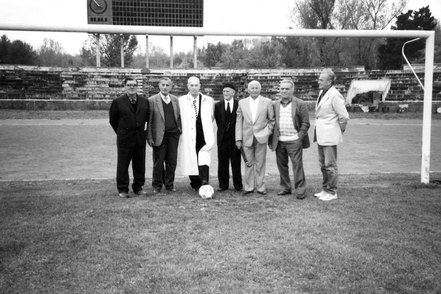 Ish futbollistë të skuadrës së Tiranës së vitit 1946 të mbledhur në 1993-shin